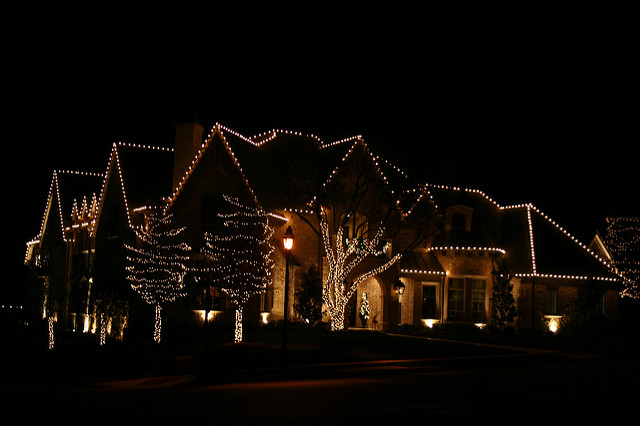We Provide a Full Range of Holliday Lights Installation Services in Toronto